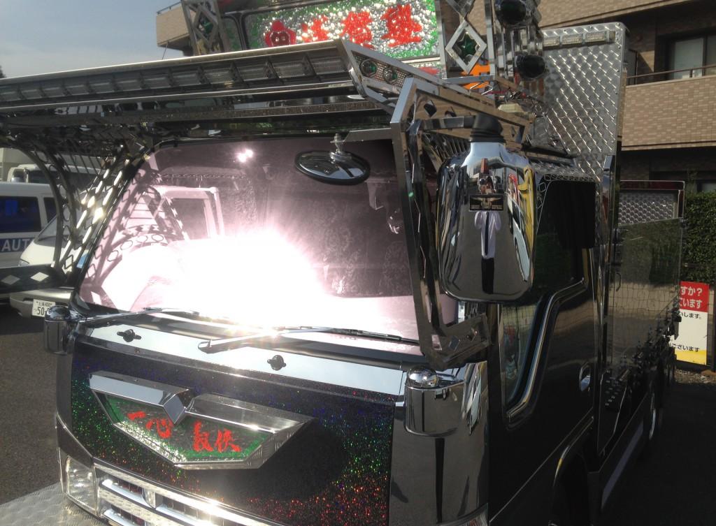 関東圏で有名なアートトラック裕也丸、ついに『SOLAR IMPACT』が装着されました
